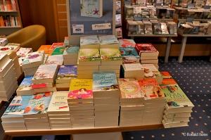 Büchertisch Thalia Buchhandlung Saarbrücken, Bahnhofstraße