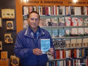 Der Dichter Alfons Pillach und 'Das Meer in deinem Namen' von Patricia Koelle in der Buchhandlung Hübscher in Bamberg